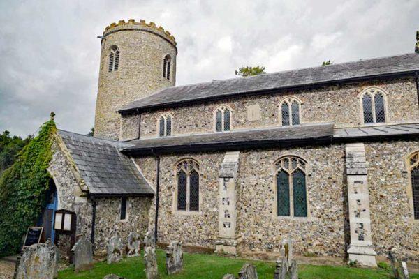 Yaxham St Peter church